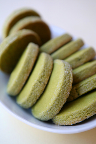 Biscotti al tè matcha [because you can!]