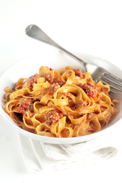 On how to make bolognese sauce/ Comment ne pas rater sa sauce bolo ...